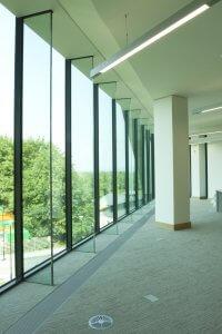 glucksman library- apa facade systems glass fins