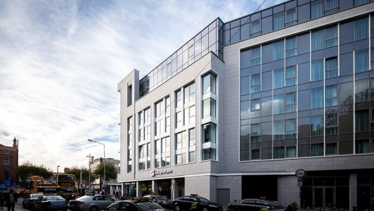 Holiday Inn Express O'Connell Street side view 2